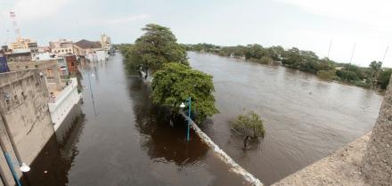 El centro de Villahermosa visto desde el puente Solidaridad, 2 de noviembre de 2007. ©Francisco Cubas