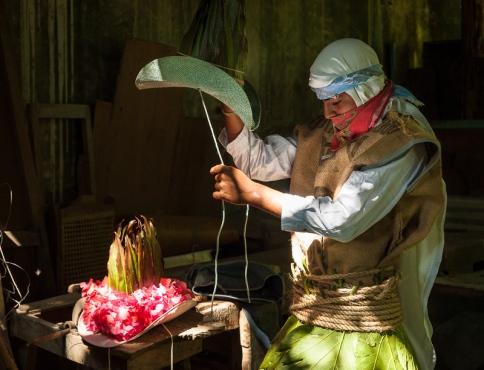 Un cojoe se prepara para la danza. ©2011 Francisco Cubas