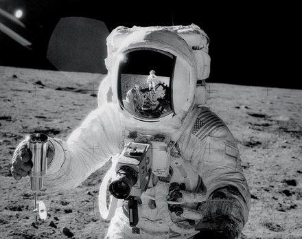 Neil Armstrong en su excursión fotográfica.