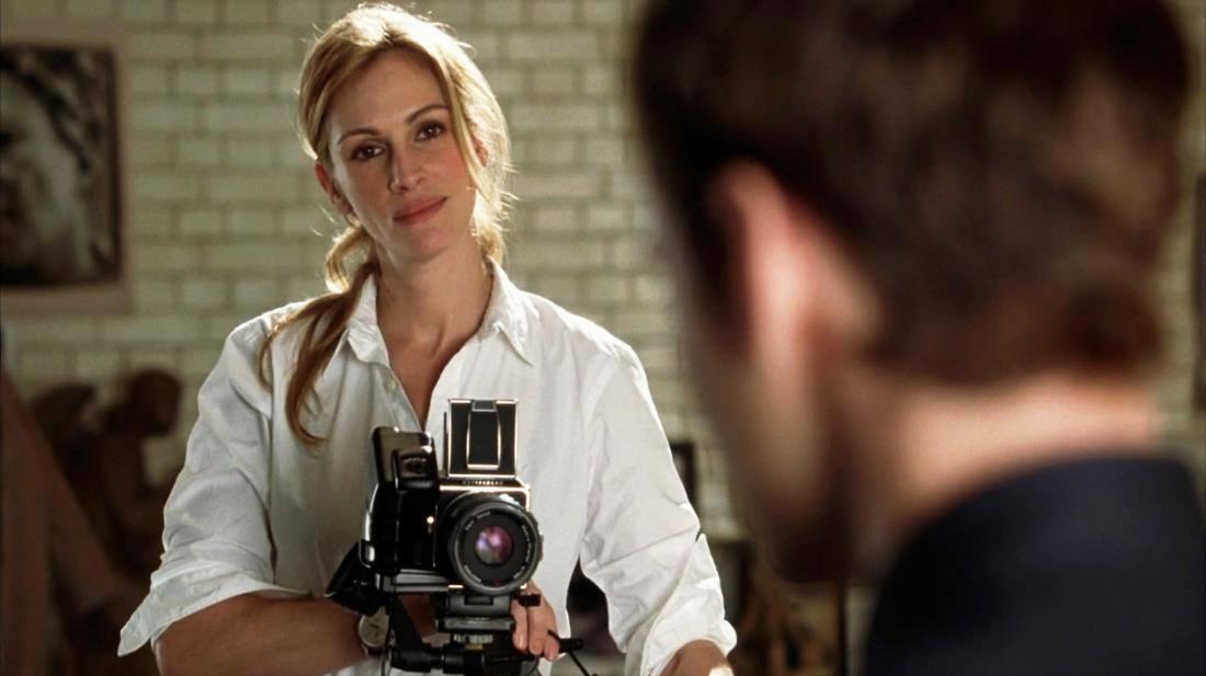 La Hasselblad nunca se vio tan bien como en el film Closer (2004), en las manos de Julia Roberts.
