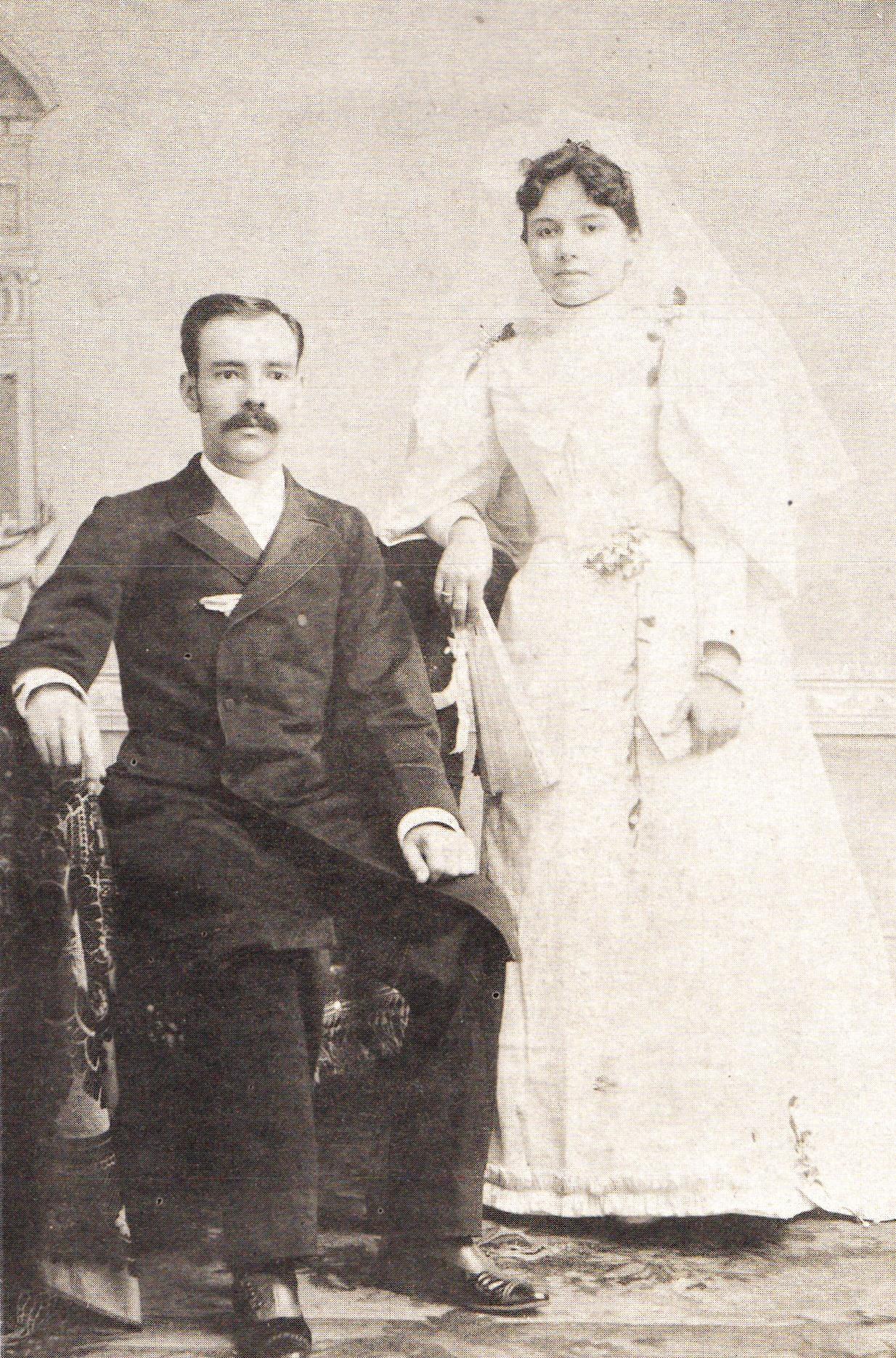 Carlos Pellicer Marchena y Deifilia Cámara Ramos, los padres del gran poeta, en una foto de 1891.