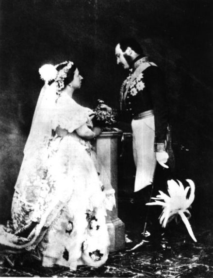 Recreación de la boda de la reina Victoria para la cámara en 1854 (no he podido encontrar el nombre del fotógrafo).